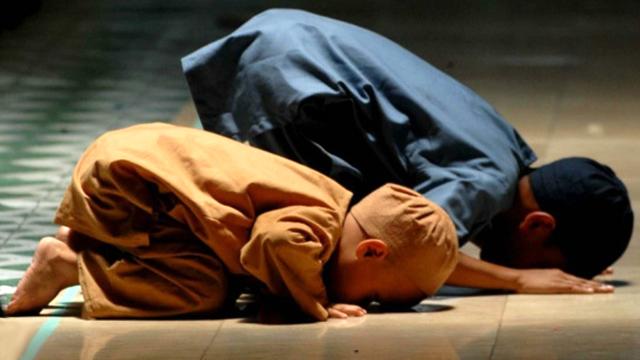 awake-in-prayer-at-night