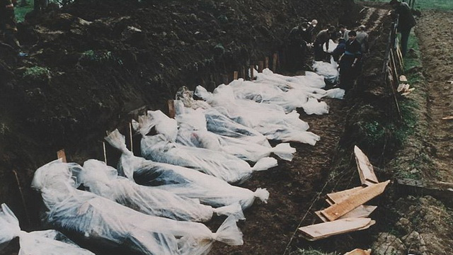 burying-a-number-of-dead-bodies-in-a-single-grave