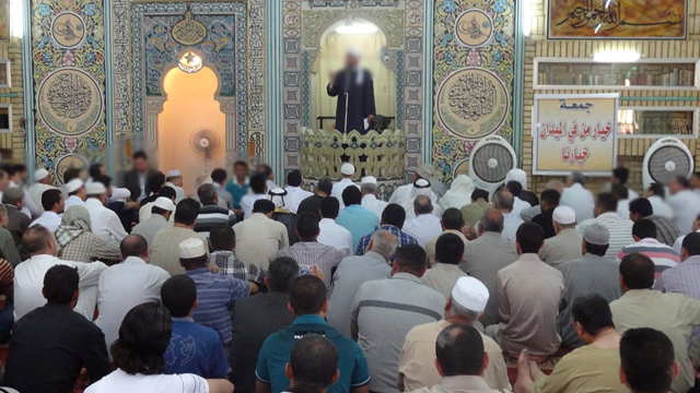 praying-2-rakahs-until-the-imaam-ascended-the-pulpit