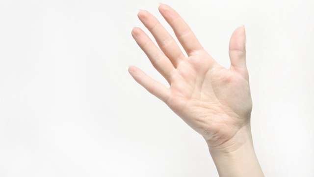 raising-the-hand-when-greeting-at-a-distance
