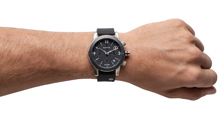 wearing-a-watch-on-the-left-hand