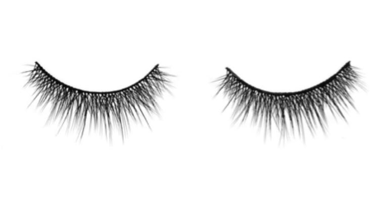 wearing-fake-eyelashes